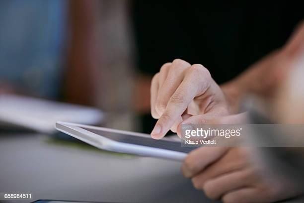 close-up of student scrolling on tablet - bildungseinrichtung stock-fotos und bilder