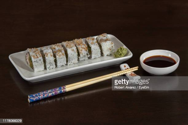 close-up of sushi in plate on table - 醤油 ストックフォトと画像