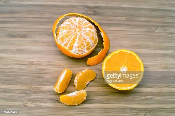 close-up of tangerine fruits - pelado fotografías e imágenes de stock