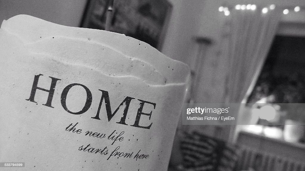 Close-Up Of Text On Ceramic At Home : Foto stock