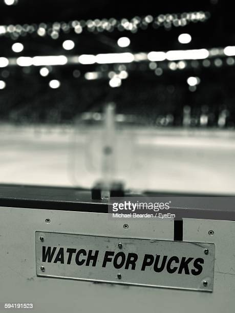 close-up of text on retaining wall at rogers arena - rogers arena imagens e fotografias de stock