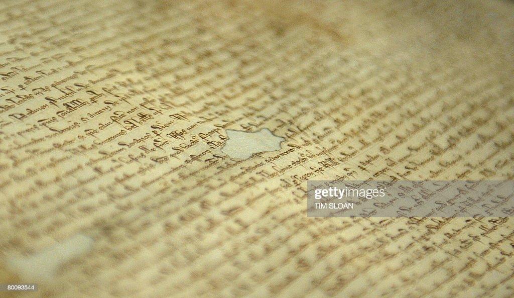 A close-up of the 1297 Magna Carta at th : News Photo