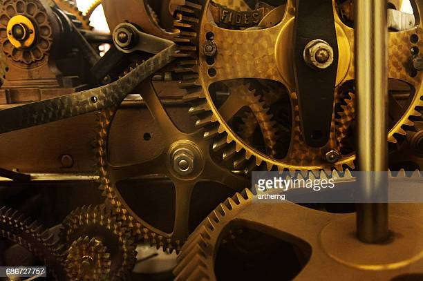 close-up of the clock mechanism in the belfry of ghent, ghent, belgium - tijdmeter stockfoto's en -beelden