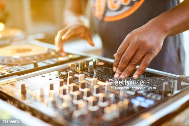 close-up of the hand of a dj - club dj stock pictures, royalty-free photos & images