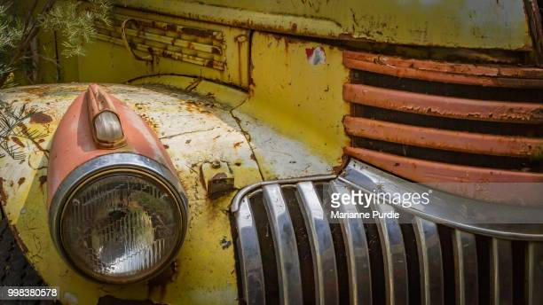 close-up of the headlight and grill of a rusty old car - alice springs stock pictures, royalty-free photos & images