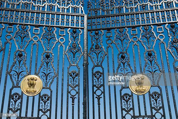 close-up of the indian emblem on a metal gate, rashtrapati bhavan, new delhi, india - national landmark stock pictures, royalty-free photos & images