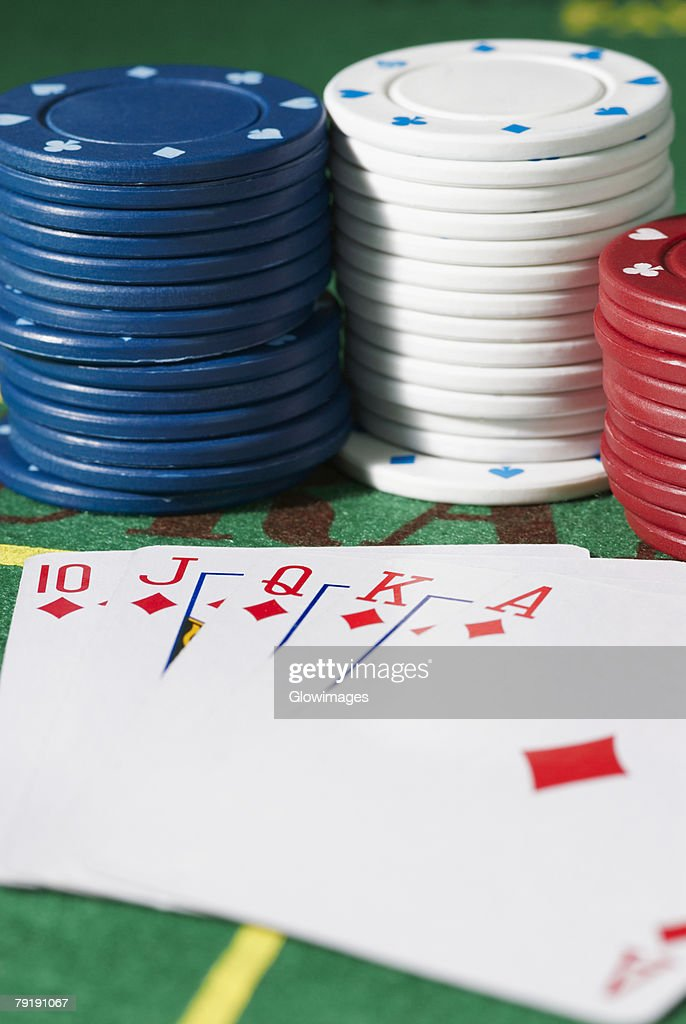 Close-up of the poker of diamonds with stacks of gambling chips on a gambling table : Foto de stock