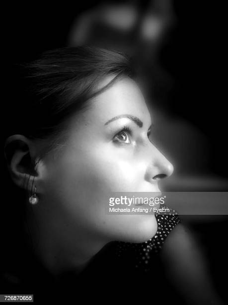 close-up of thoughtful woman looking up - anfang stock pictures, royalty-free photos & images