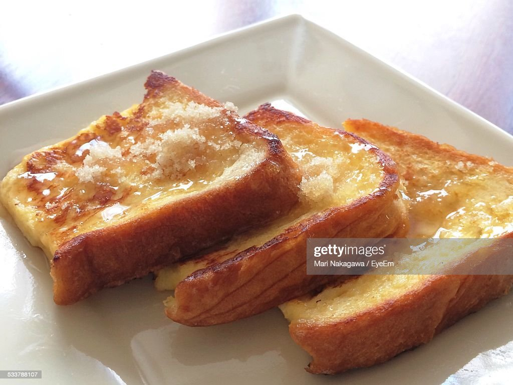 Close-Up Of Toasted Bread Slices With Cheese : Foto stock