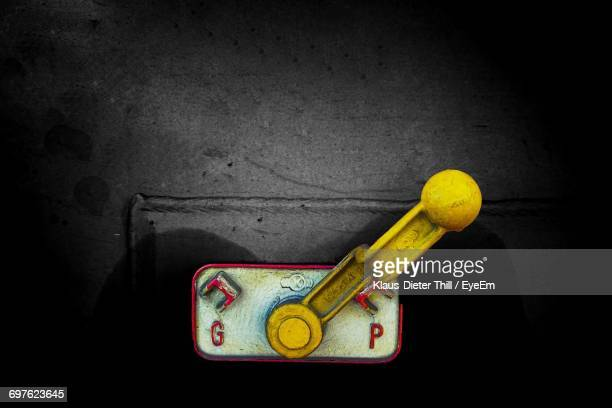 close-up of toggle switch - letra g - fotografias e filmes do acervo