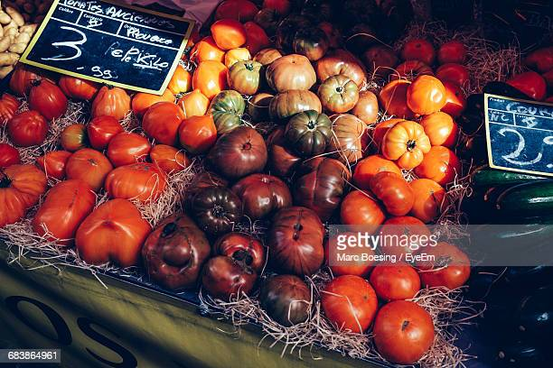 close-up of tomatoes at market stall - haute savoie fotografías e imágenes de stock