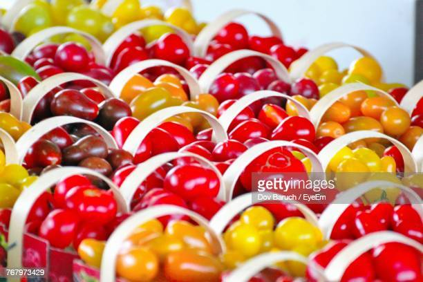 close-up of tomatoes for sale at market - barulho stock pictures, royalty-free photos & images