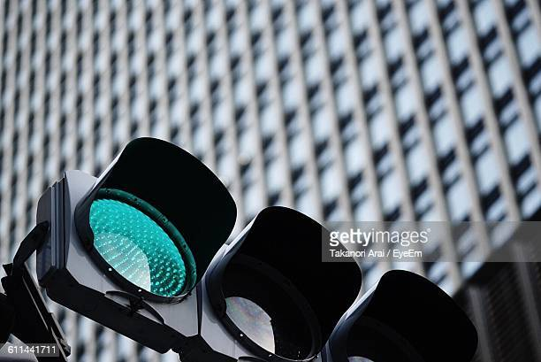 close-up of traffic light - road signal stock pictures, royalty-free photos & images