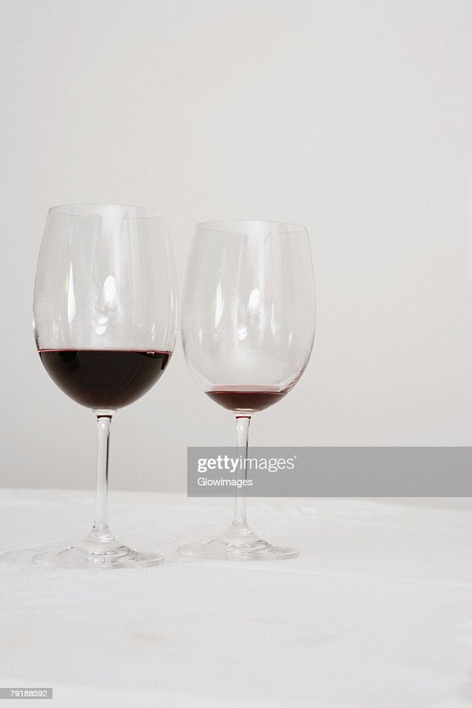 Close-up of two wine glasses on a dining table : Foto de stock