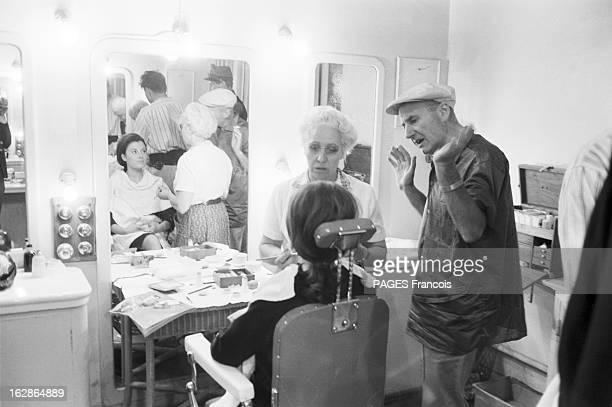 CloseUp Of Valerie Lagrange En France le 6 août 1959 à l'occasion du tournage du film 'La Jument verte' l'actrice Valérie LAGRANGE assise dans une...