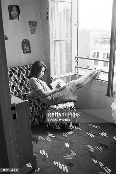 CloseUp Of Valerie Lagrange En France le 6 août 1959 à l'occasion du tournage du film 'La Jument verte' du réalisateur Claude AUTANTLARA dans un...
