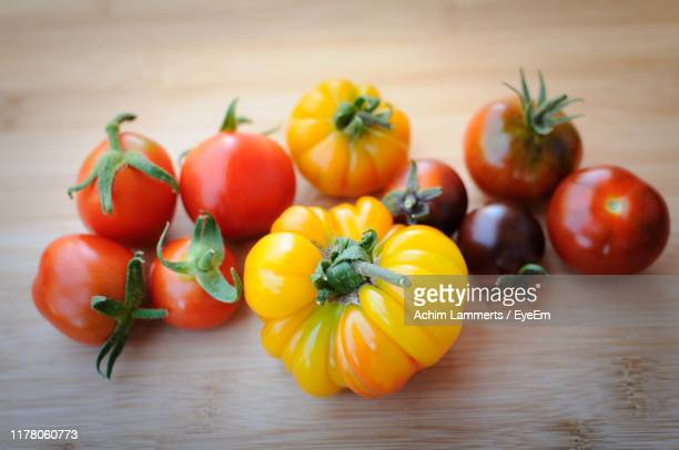close-up of various tomatoes on table - achim lammerts stock-fotos und bilder
