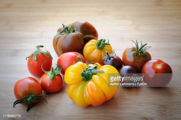close-up of various tomatoes on table - achim lammerts imagens e fotografias de stock