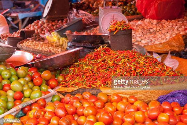close-up of vegetables for sale at market stall - marek stefunko imagens e fotografias de stock