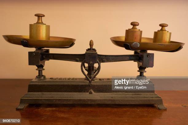 close-up of vintage weighing scale on table - mass unit of measurement stock pictures, royalty-free photos & images