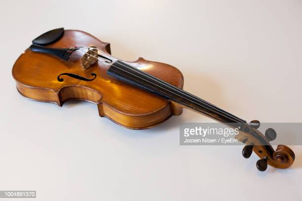close-up of violin on table - violin stock pictures, royalty-free photos & images
