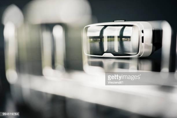 close-up of vr glasses - variable schärfentiefe stock-fotos und bilder