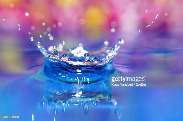 close-up of water crown - crown close up stock pictures, royalty-free photos & images