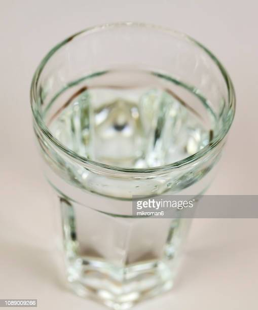 close-up of water in drinking glass - água purificada imagens e fotografias de stock