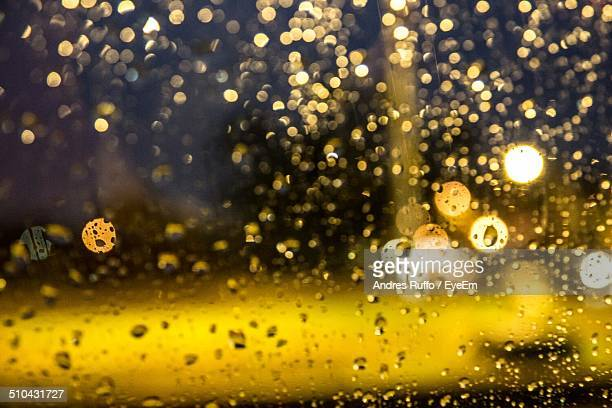 close-up of waterdrops on glass against blurred background - andres ruffo fotografías e imágenes de stock