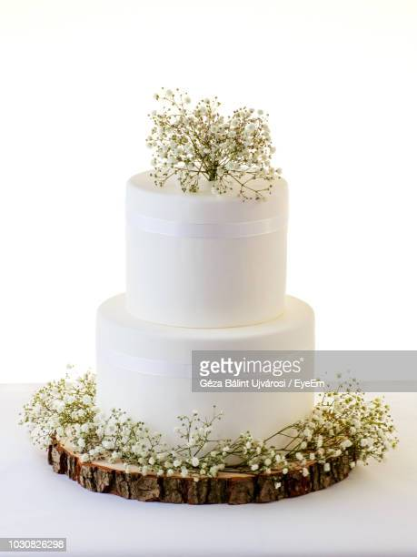 close-up of wedding cake against white background - wedding cake foto e immagini stock