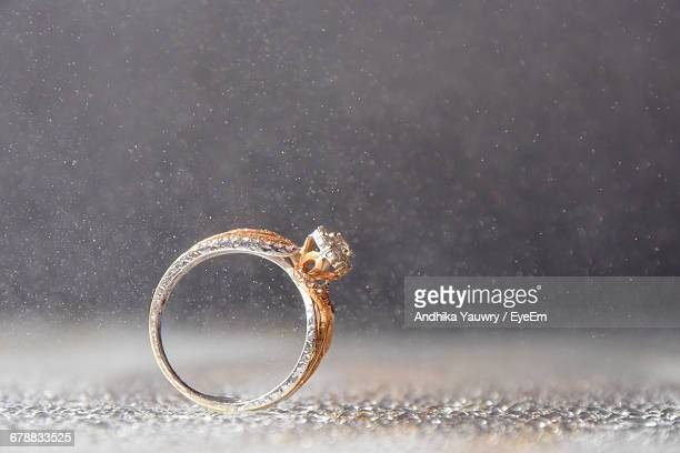 close-up of wedding ring - wedding ring stock pictures, royalty-free photos & images