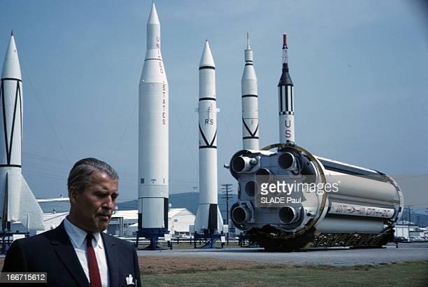 CloseUp Of Wernher Von Braun Aux EtatsUnis au centre spatial de Michoud en 1964 le scientifique allemand Wernher VON BRAUN en costume cravate posant...