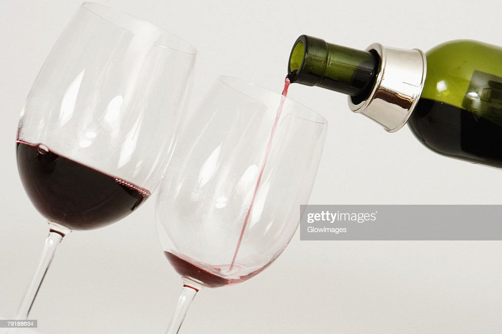 Close-up of wine being poured into wine glasses : Foto de stock