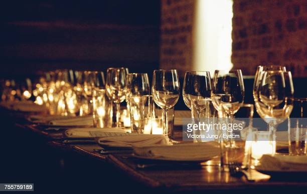 close-up of wine glasses on table - dîner photos et images de collection