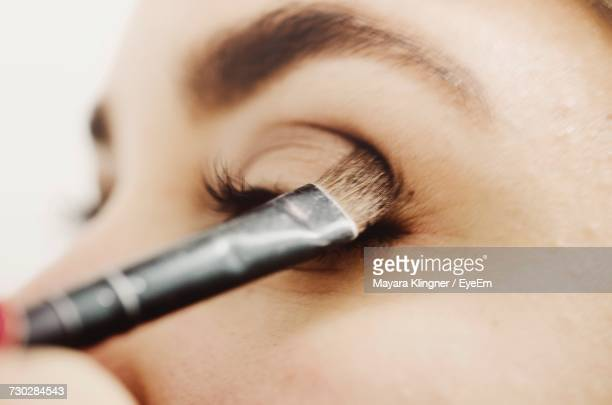 close-up of woman applying eyeshadow - eye make up stock pictures, royalty-free photos & images