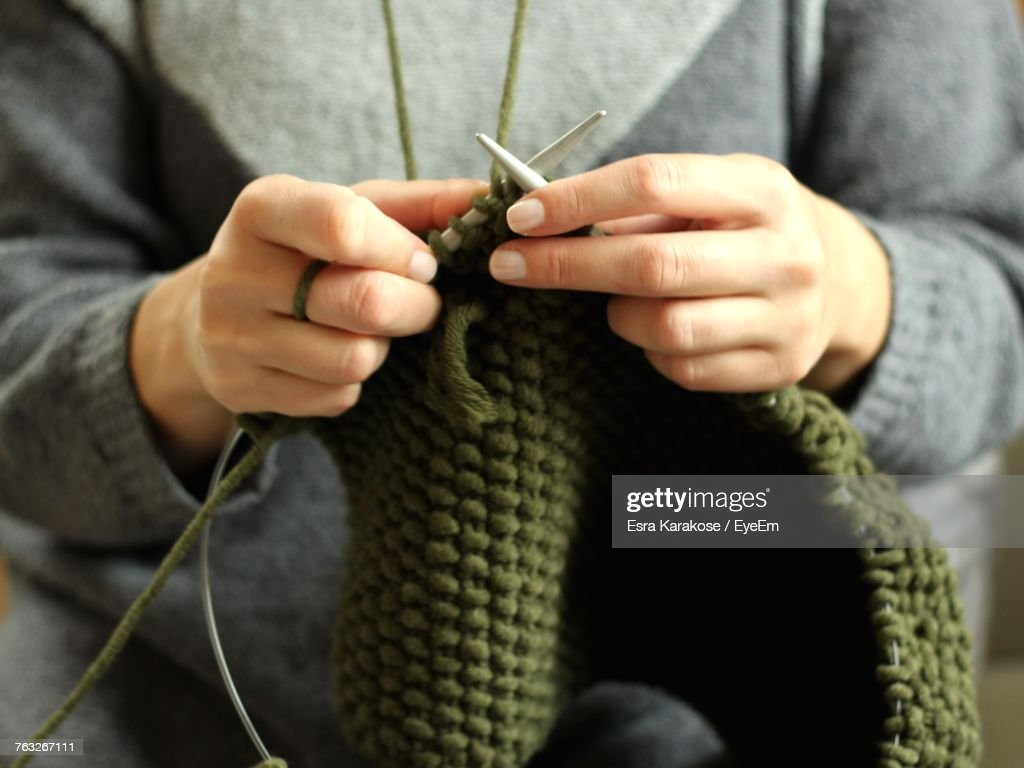 Close-Up Of Woman Hands Knitting : Stock-Foto