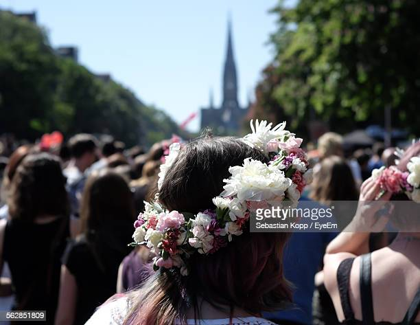 close-up of woman wearing laurel wreath made with flowers - crown close up stock pictures, royalty-free photos & images