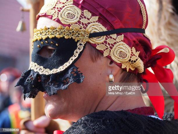close-up of woman wearing masquerade mask - ハンガリー ストックフォトと画像