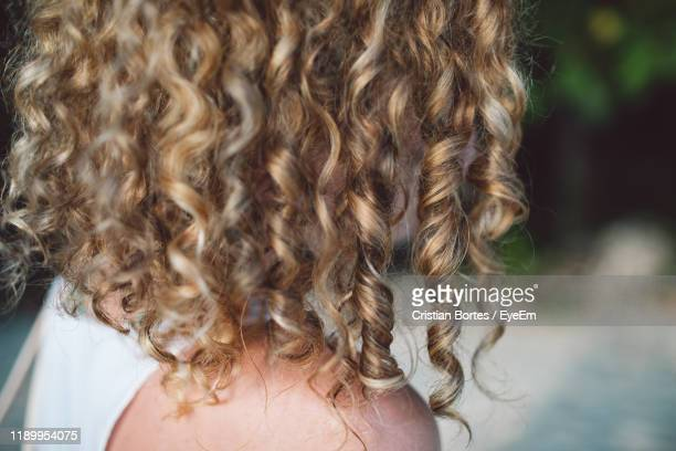 close-up of woman with curly hair - bortes fotografías e imágenes de stock