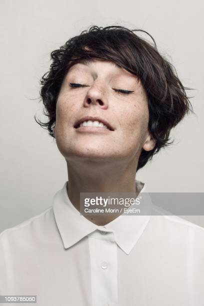 close-up of woman with eyes closed - 頭をそらす ストックフォトと画像