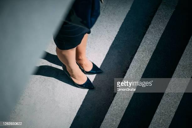 女性の足のクローズアップ - 人の足 ストックフォトと画像