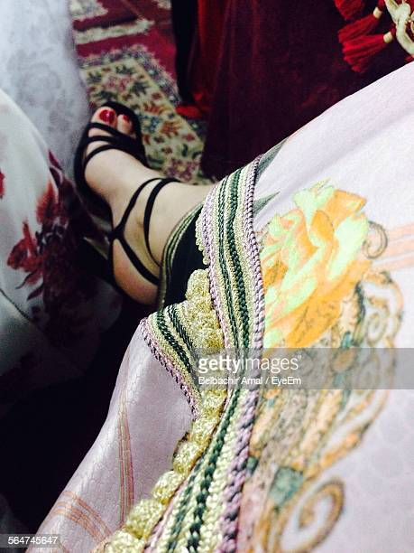 close-up of women wearing sandal - indian female feet stock pictures, royalty-free photos & images