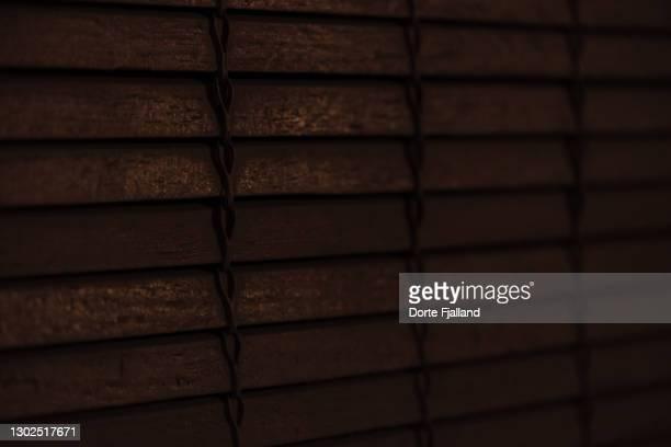 closeup of wooden blinds in darkness - dorte fjalland fotografías e imágenes de stock