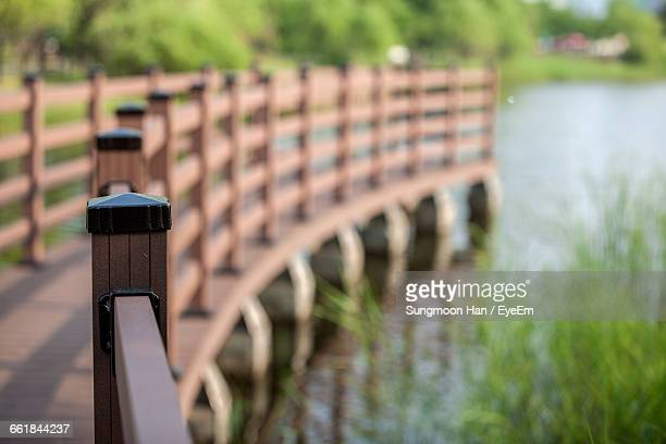 close-up of wooden railing on footbridge - bucheon stock pictures, royalty-free photos & images