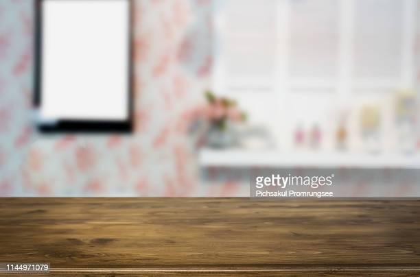 close-up of wooden table at home - focagem no primeiro plano imagens e fotografias de stock