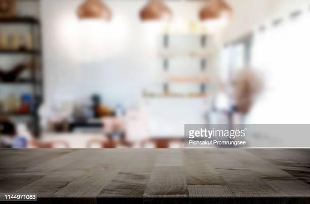 close-up of wooden table at home - premier plan net photos et images de collection