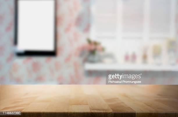 close-up of wooden table - focagem no primeiro plano imagens e fotografias de stock