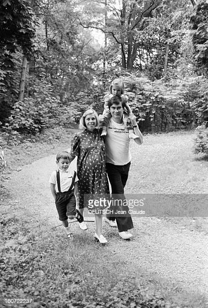 Closeup Of Yves Doare Le 25 juin 1980 Yves DOARE le PDG de la première compagnie française privée de charters 'Aero tour' avec sa femme enceinte son...