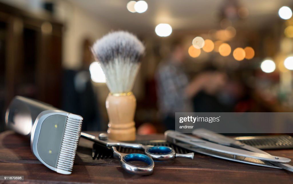 Close-up on a set of shaving tools at a barber shop : Stock Photo