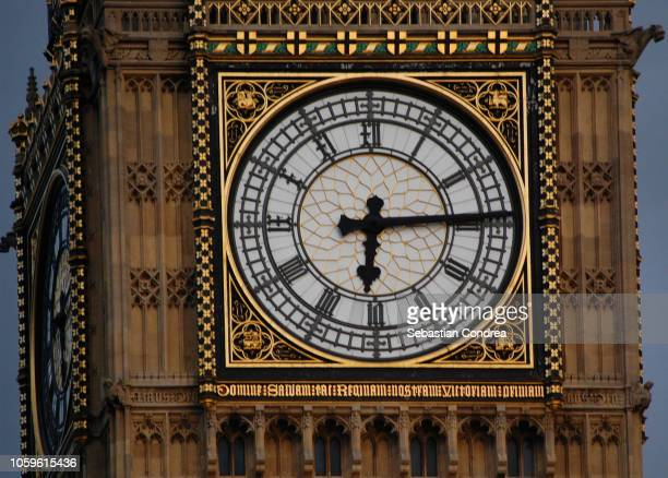close-up on the big ben, symbol of london, united kindom - big ben stockfoto's en -beelden